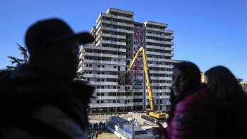 Nápolyban lebontották a szervezett bűnözés felhőkarcolóit
