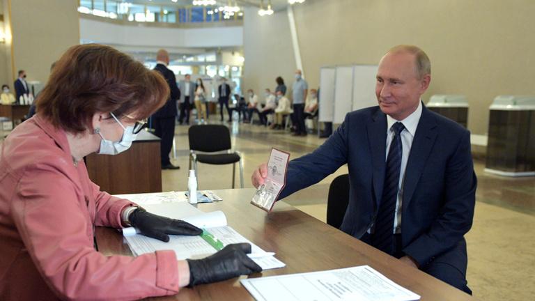 Putyin totálisan magára szabta az alkotmányt