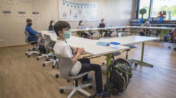 Megugrott a koronavírusos fertőzöttek száma, bezárják az iskolákat, óvodákat Ausztria néhány járásában