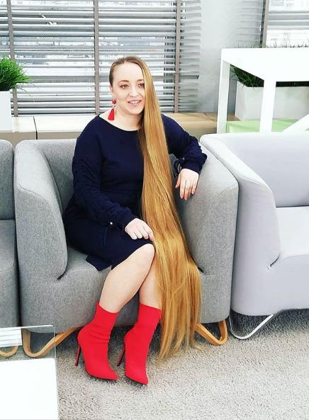 Malgorzata Kulczyk elárulta, sokan ámulnak tincsein, de bőven akadnak irigyei is. A legtöbben pedig nem tudják elképzelni, hogy élhet ennyire hosszú hajjal.
