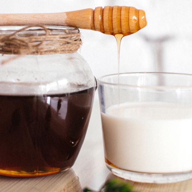 10 ok, hogy miért fogyassz tejet és mézet együtt – Az emésztésnek és a csontoknak is jót tesznek