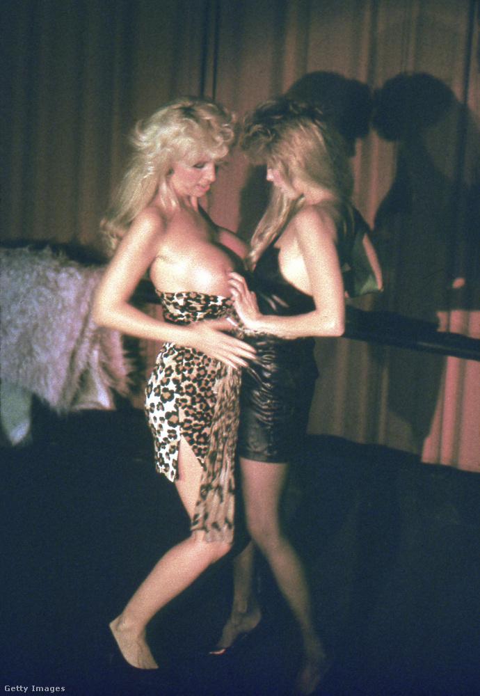 Ez a fotó pedig abból ad ízelítőt, hogy mi minden folyt az O'Farrell Theatre színpadán.