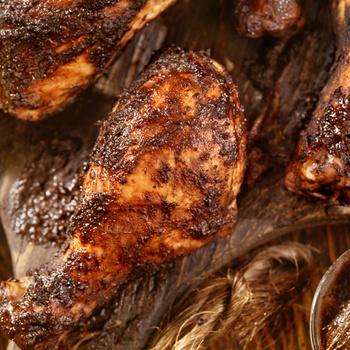 Csípősre pácolt csirkecombok a grillre: a jalapenótól nagyon karakteres lesz
