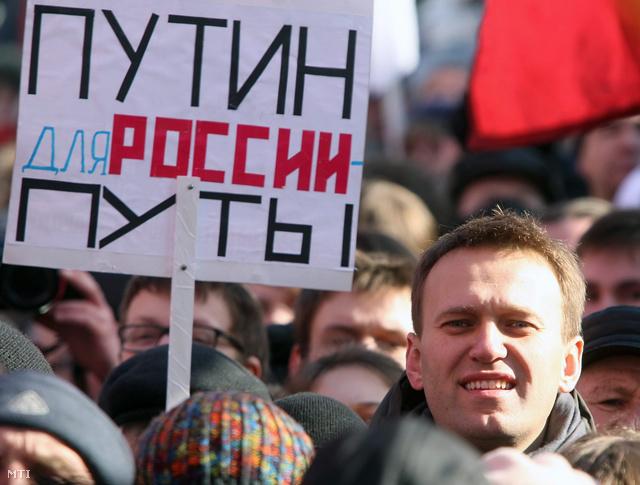 """Moszkva, 2012. március 10. Alekszej Navalnij, a korrupció elleni fellépéséről ismert ügyvéd, nacionalista blogger a """"Tisztességes választásokért!"""" elnevezésű ellenzéki tüntetésen."""