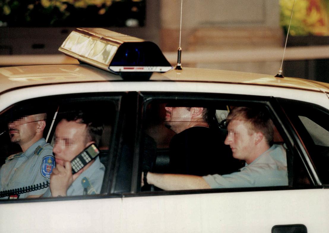 Bódi Zsoltot szállítják el elfogása után a rendőrök.