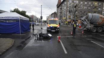 Meghalt egy motoros az Alleenál
