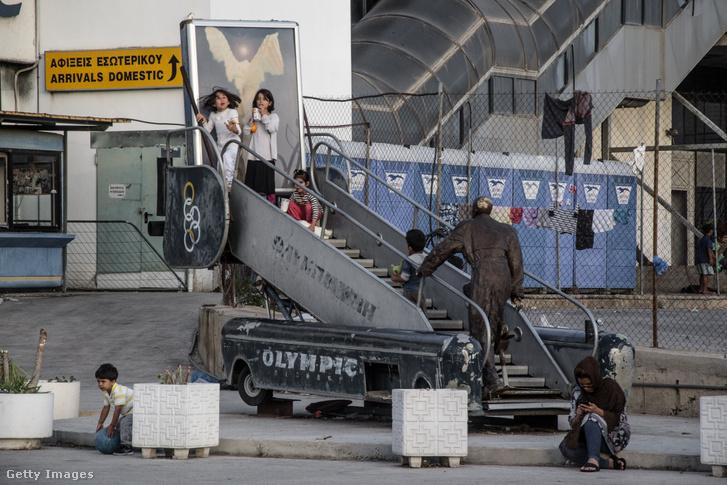 Menekültek az Ellinikon egykori repülőtéren 2016-ban