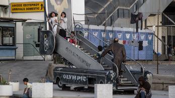 Athén régi repteréből előbb olimpiai helyszín, majd menekülttábor lett