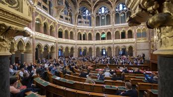 Az iskolaőrségről, a 2021-es költségvetésről, az SZFE-átalakításról döntenek ma a parlamentben