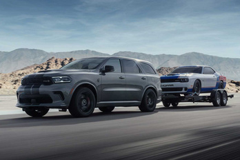 Több mint hétszáz lóerős terepjárót mutatott be a Dodge