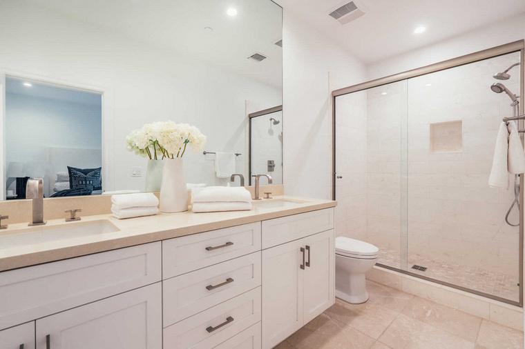 Íme egy fürdőszoba Anna Paquinék széles tárházából