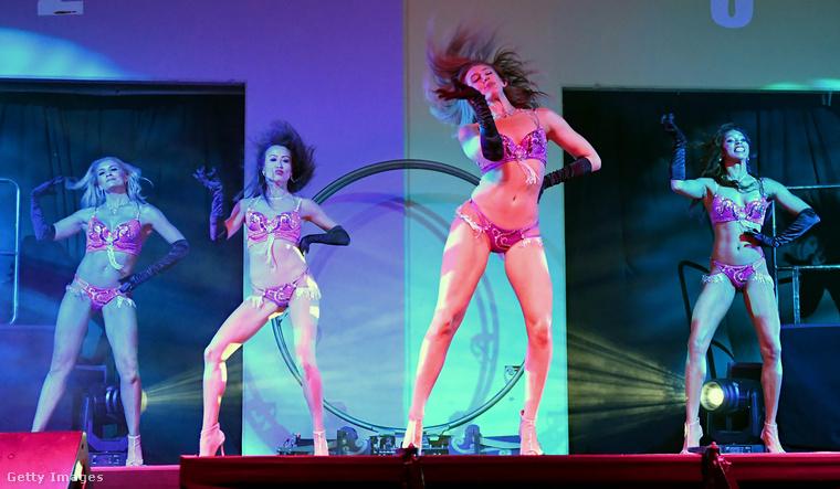 Ez a Sexxy című műsor a Las Vegas-i erotikus szórakoztatás hagyományait viszi tovább.