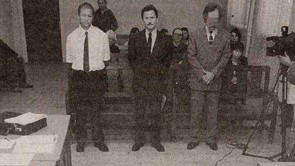 A három vádlott: Sülé Péter, Hegedűs Zoltán és Linnert Miklós a bíróságon 2004-ben. Forrás: Magyar Nemzet 2004. október 5. / Arcanum adatbázis
