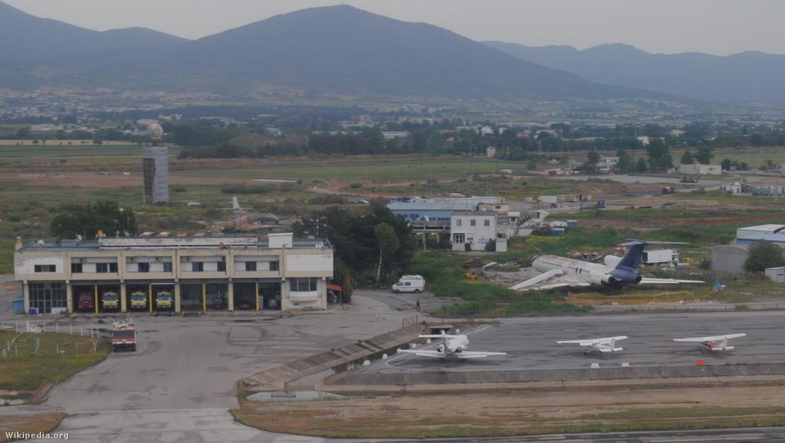 HA-LCR Malév gép roncsa a Theszaloniki repülőtér tűzoltósága mellett 2018-ban, azóta a roncsot elbontották. Licensz: CC BY-SA 4.0