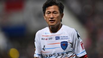 53 évesen sem vonul még vissza a veterán japán futballista