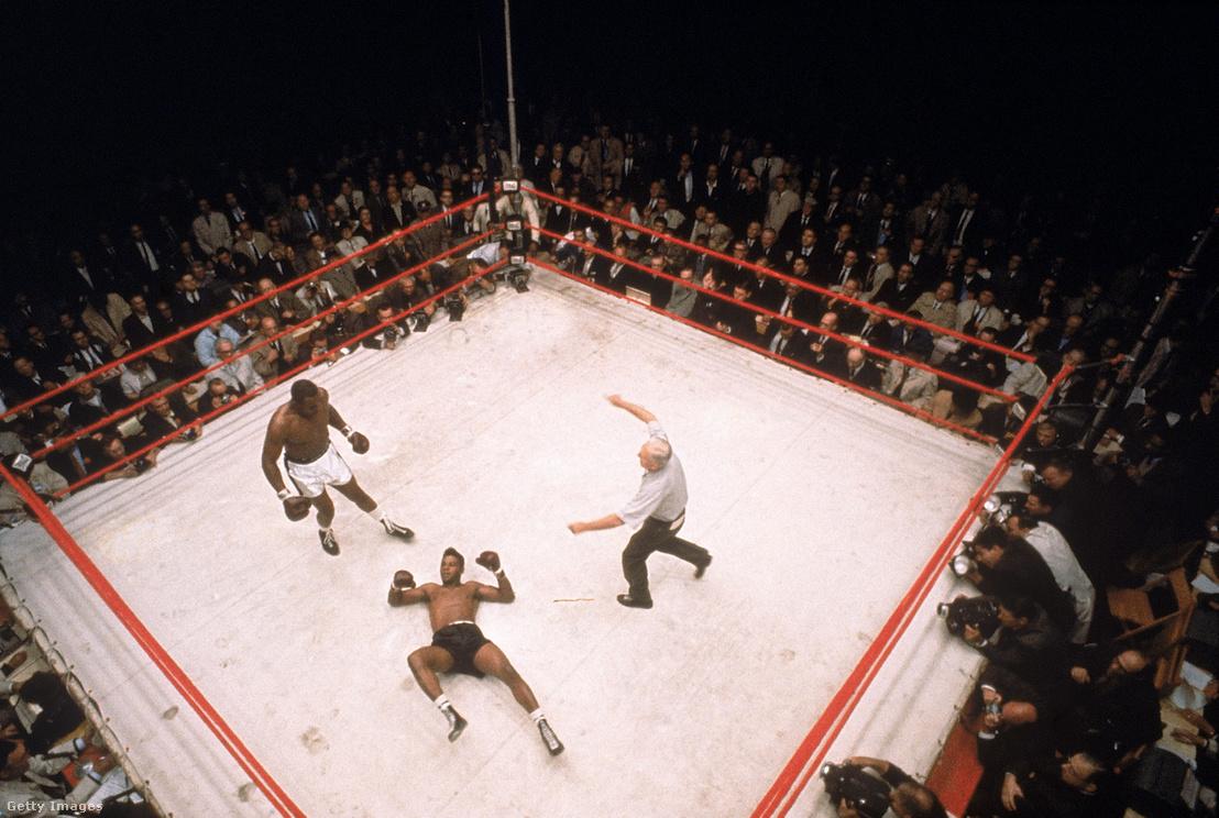 Floyd Patterson a földön, a Sonny Liston elleni mérkőzésen 1962-ben.