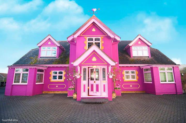 Azt ugyan nem tudjuk, hány ennyire extrém ízlésű ember látogat el évente az essexi Tiptree falucskájába, de ha ön is igazán rajong a Barbie-babák kedvenc színéért, ezt az Airbnb-t önnek találták ki