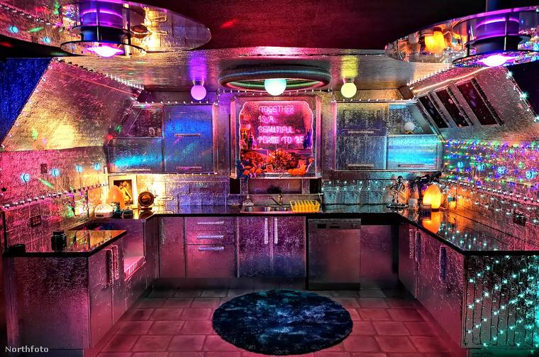 Képzelje csak el, hogy ebben a konyhában készít szivárványos palacsintatortát