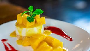 A sajttorta mangóval igazi nyári különlegesség – ezt a változatot sütni sem kell