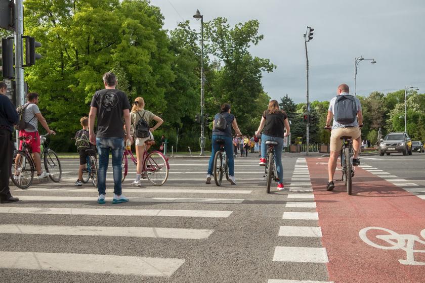 10 fontos KRESZ-kérdés kerékpárosoknak: mennyire ismered a szabályokat?
