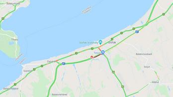 Egy ember meghalt, 8-an megsérültek egy hajnali balesetben az M7-es autópályán, Siófok közelében