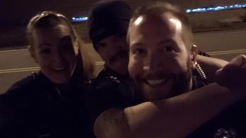 Kirúgtak három amerikai rendőrt, akik egy férfi halálához vezető intézkedést figuráztak ki