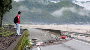 Idősotthont mosott el a soha nem látott esőzés Japánban
