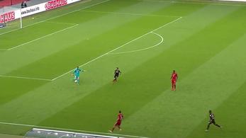 Neuer a saját 16-osától adott gólpasszt, a Bayerné a Német Kupa