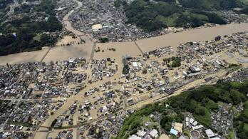 30 emberrel végzett Japánban az ítéletidő