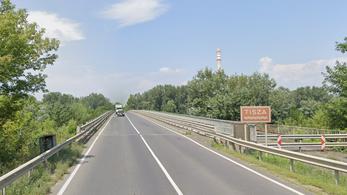 Meghalt egy motoros utasa a polgári Tisza-hídon