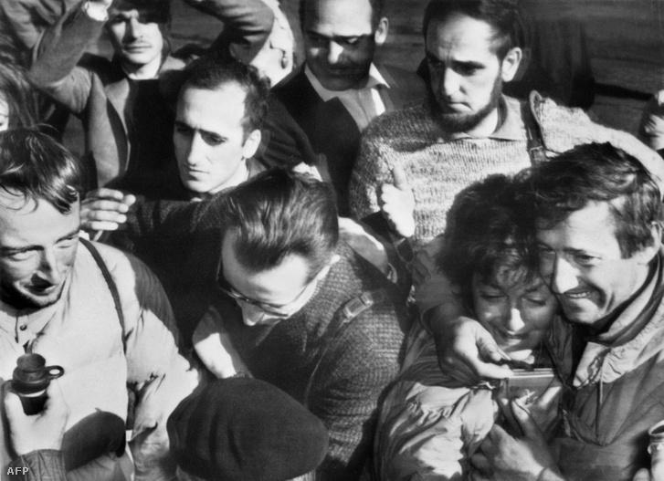 A francia hegymászó, René Desmaison 1966. augusztus 23-án megcsókolja feleségét, amikor visszatért Chamonix-ba a német Hans Hamisch mellett.