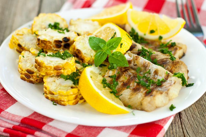 Grillen sült citromos, fokhagymás halszeletek: a páctól lesz nagyon finom