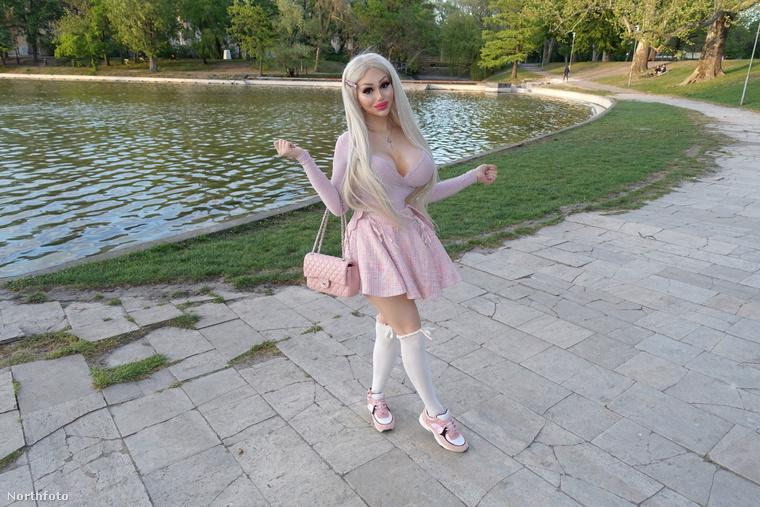Bár Barbara jelenleg egyedülálló, volt férje nem volt szűkmarkú vele: összesen 29 milliót költött volt felesége plasztikai műtéteire, aki a beavatkozásoknak köszönhetően most úgy néz ki, mint egy két lábon járó Barbie baba.
