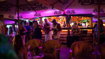 Betiltaná az alkoholfogyasztást Siófok közterületein a polgármester