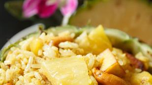 Mogyoróvajas tofu ananásszal – salátaként és párolt rizzsel is elkészítheted