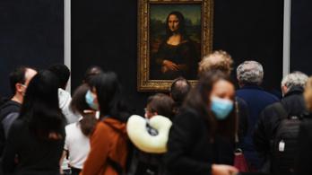 A járvány óta először nyitott ki a Louvre