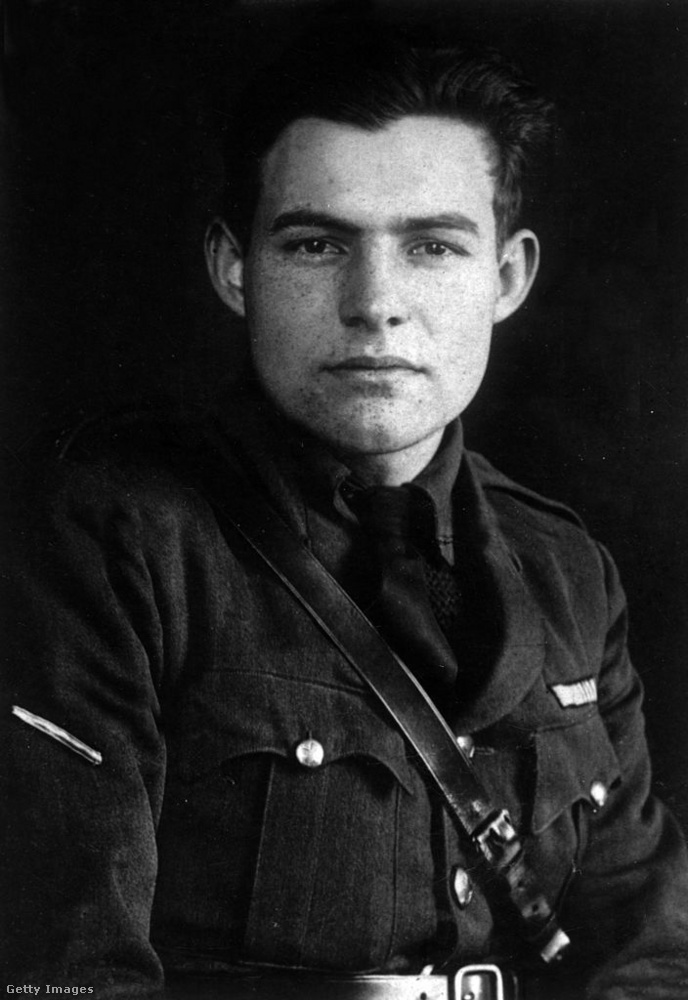 Egy év elteltével Hemingway felhagyott az írással, és beállt a hadseregbe