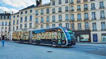 Nem akarta maszk nélkül felengedni őket a buszra, agyhalottra verték a francia buszsofőrt