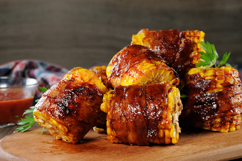 Baconbe tekert kukorica grillen sütve: egyszerűen készül és nagyon finom