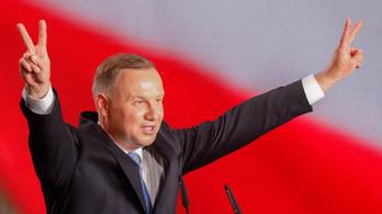 A lengyel elnök alkotmányban tiltaná meg a meleg párok örökbefogadását