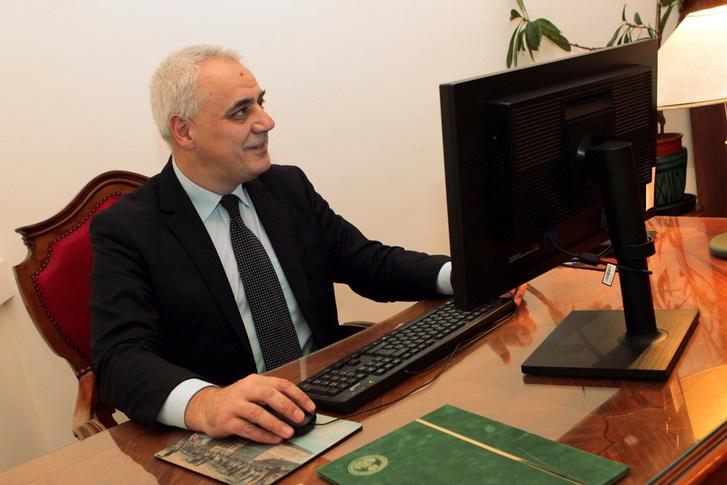 Dr. Darázs Lénárd, az Eötvös Loránd Tudományegyetem általános rektorhelyettese