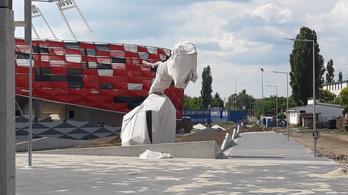 A Bozsik Stadion is kap egy gigászi állatszobrot a tövébe