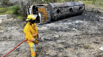 Üzemanyag reményében rohamoztak meg Kolumbiában egy felborult tartálykocsit, de az felrobbant