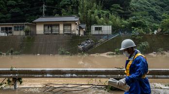 Több mint egymillió embert evakuálnak Japánban a heves esőzések miatt