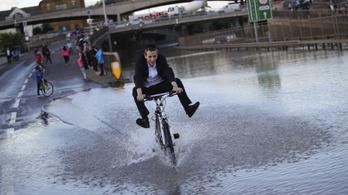Felrobbant egy vízvezeték, folyóvá váltak az utcák London északi részén