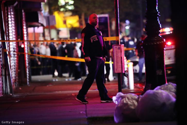 Rendőrök egy júniusi lövöldözés helyszínén Brooklynban.