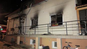 Mozgásképtelen élettársára gyújtotta a házat egy mányi nő