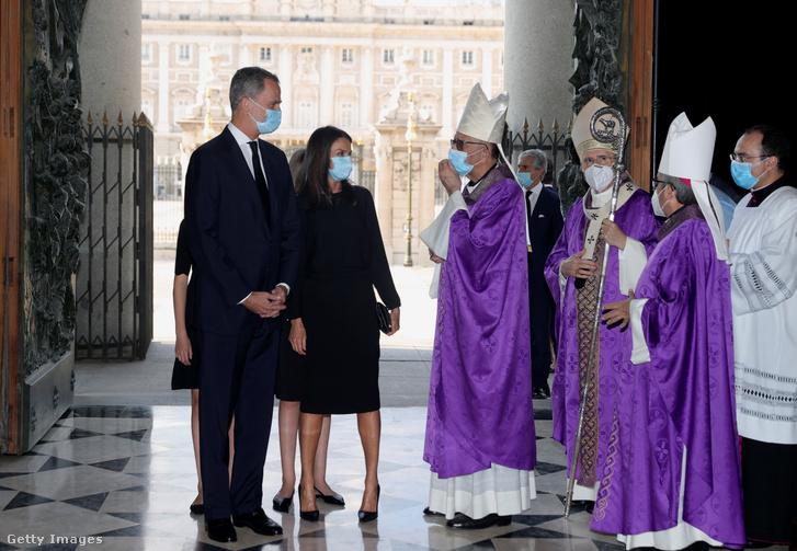 VI. Fülöp spanyol király és Letícia spanyol királyné a madridi Almudena katedrálisban 2020. július 6-án.