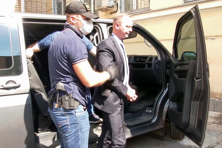 Ivan Szafronovot őrizetbe veszik az FSZB tisztjei Moszkvában 2020. július 7-én.