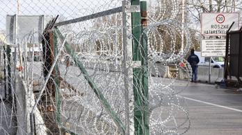 Két évre tiltják ki az országból a röszkei határsértőket